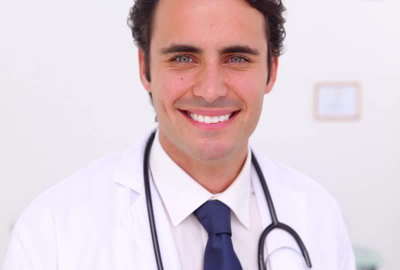 """""""Devenir médecin en deux mois? C'est maintenant possible avec FastDoctor!"""""""