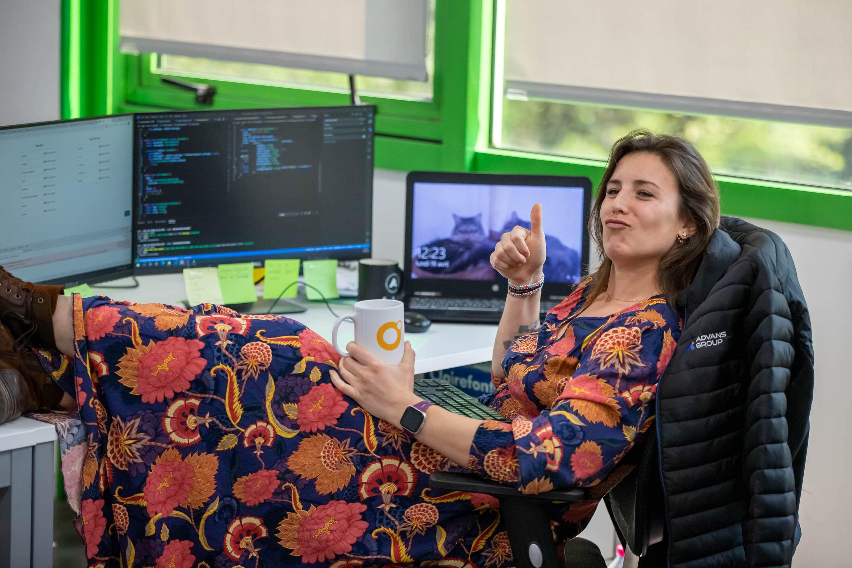 Développeuse web au travail